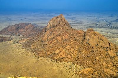 View from the Spitzkoppe summit to the Pontoks - photographer D. Reimann